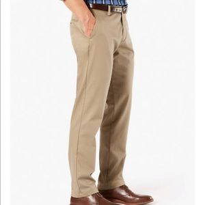 NWT Dockers Relaxed Fit Flat Front Washed Chino